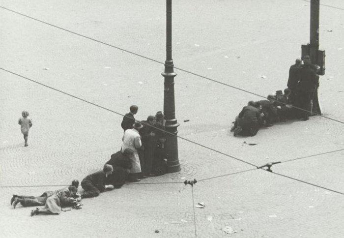 Массовый расстрел на площади на площади Дам в Амстердаме, 7 мая 1945, последние дни Второй мировой войны в Европе.