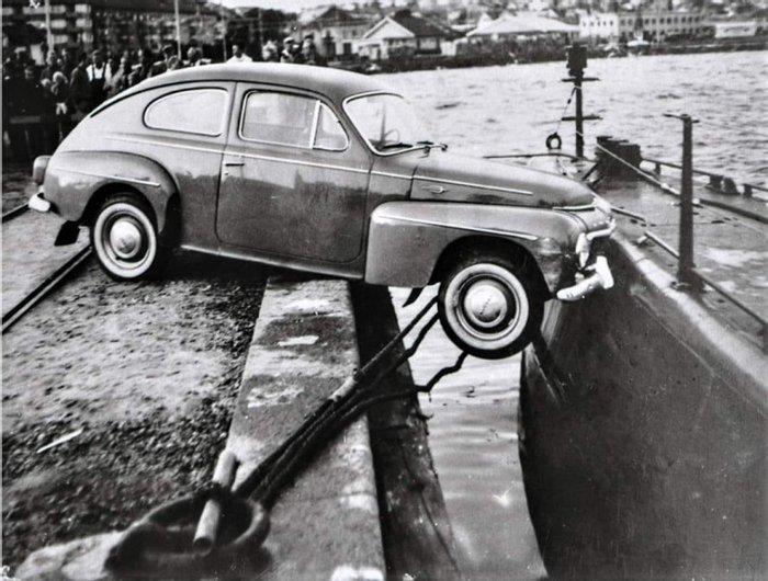 Столкновение автомобиля Volvo PV544 с подводной лодкой Bävern, Люсечиль, Швеция