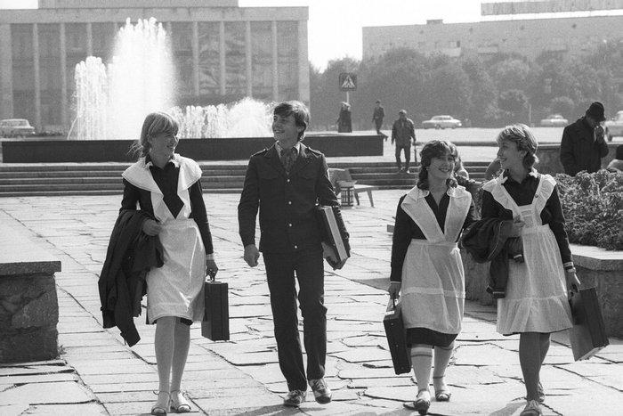 """Советские школьники с """"дипломатами"""", 1980–е, СССР"""