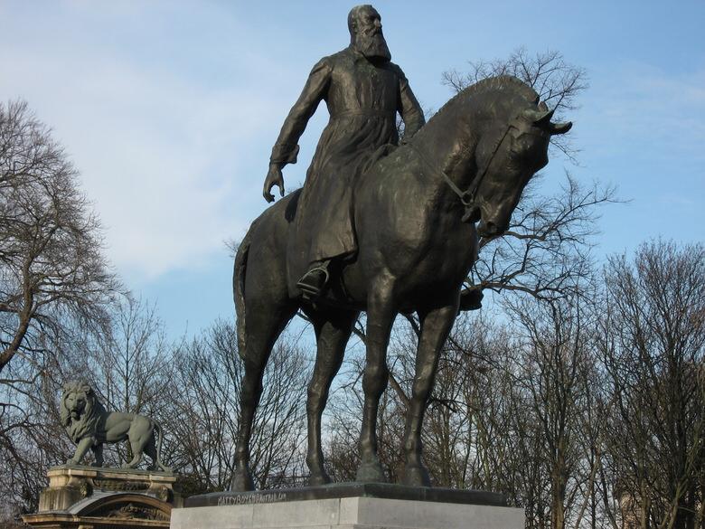 Статуя Леопольда II в Брюсселе, одна из многих.
