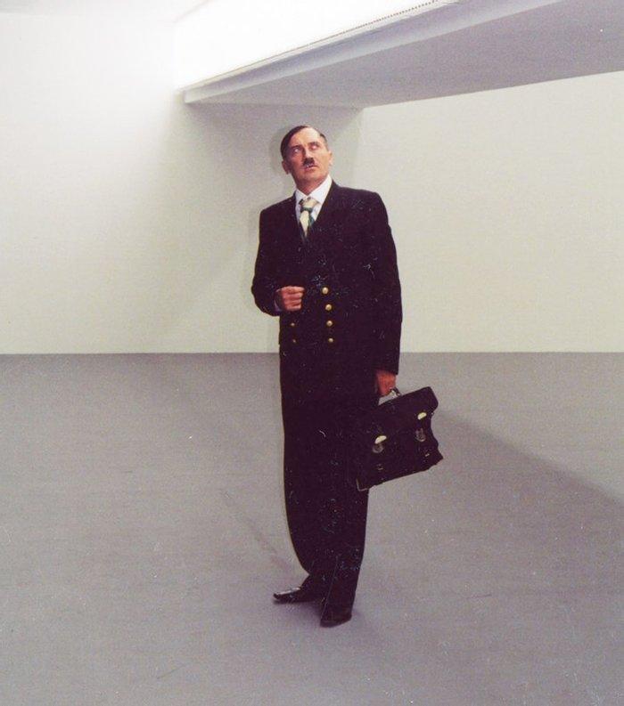 Владислав Мамышев–Монро в образе Адольфа Гитлера. Берлин, 2003