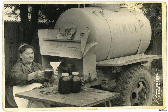 Уличная торговля разливным пивом, 1973 год, СССР