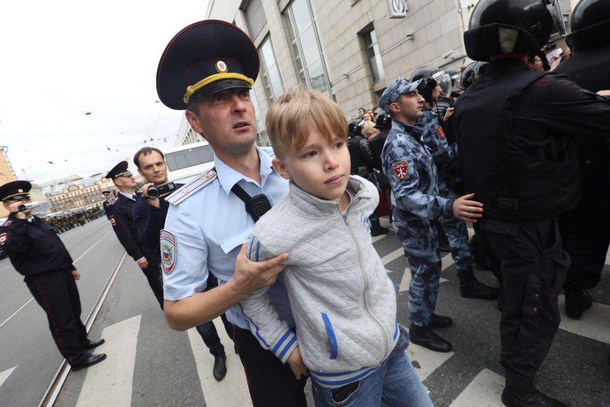Кийки, зіткнення, затримання: на всій території Росії відбуваються протести проти підвищення пенсійного віку - Цензор.НЕТ 7560