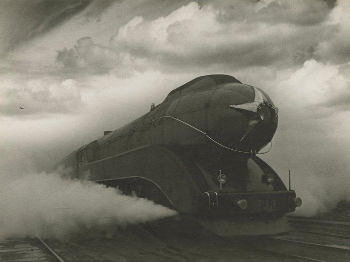 """Экспресс"", 1939 год, СССР, фото Аркадия Самойловича Шайхета."