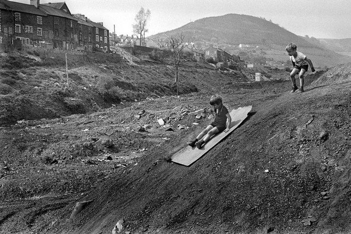 На фанере с горки, 1977 год, Уэльс