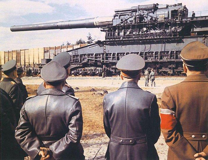 """Адольф Гитлер осматривает орудие """"Тяжелый Густав"""", 1941 год, Германия"""