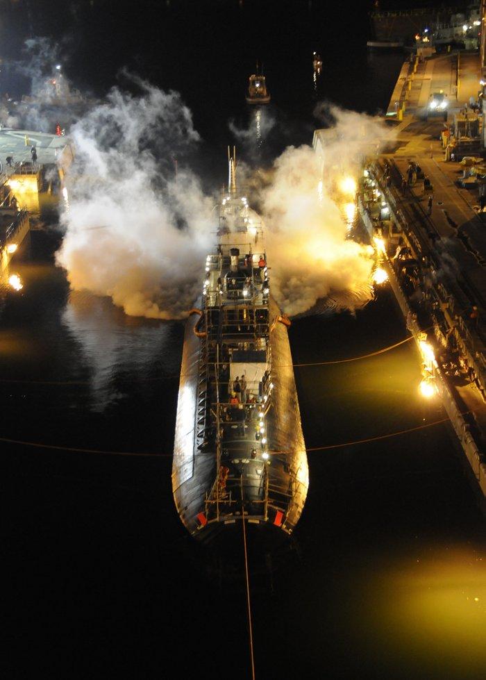 """Пожар на подводной лодке ВМФ США """"Майами"""", Портсмут, 2012 год, США"""